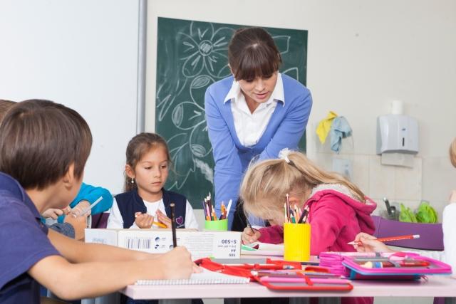保育士,学童保育,放課後児童支援員,学童保育指導員,資格,取得方法,研修内容